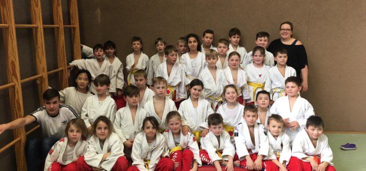 Judokas zeigen starken Auftritt beim ersten Kampftag