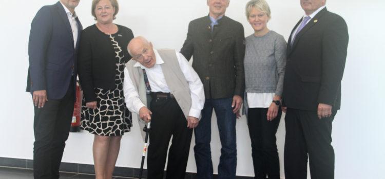 Dr. Georg Henze für seine langjährigen Verdienste vom NWJV ausgezeichnet